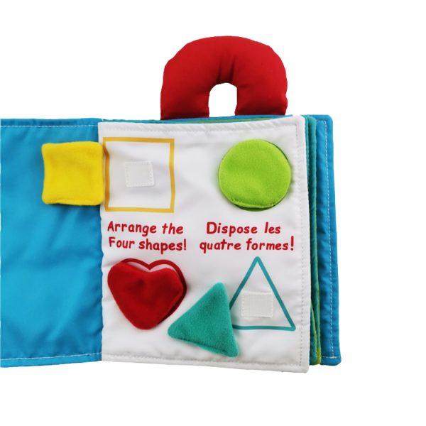 Libro de tela con actividades para enseñar formas